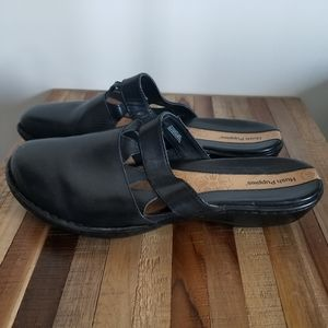 Hush Puppies black leather clogs